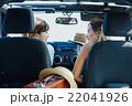 ドライブ中の女性達 22041926