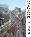 中央区銀座と千代田区有楽町の境界を走る首都高と外堀通り 22047010