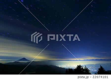 大菩薩嶺から見る富士山と甲府の夜景・星空 22074101