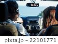 ハワイでドライブするカップル 22101771