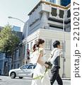 街を歩く新郎新婦 22102017