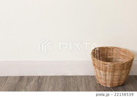 Empty basket on wooden floorの写真素材 [22156539] - PIXTA