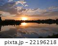 田んぼに映る夕日 22196218