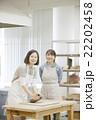 陶芸をする女性 22202458