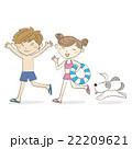 犬といっしょに走る水着の男の子と女の子 22209621