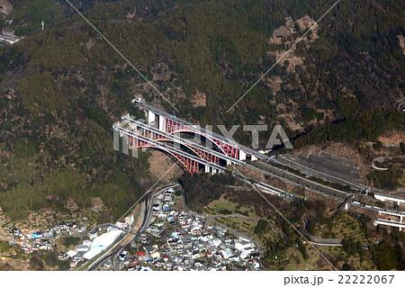 東名高速道路の吾妻山トンネル付近を空撮 22222067