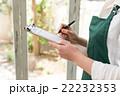 緑エプロンの女性 22232353