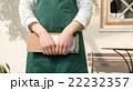 緑エプロンの女性 22232357