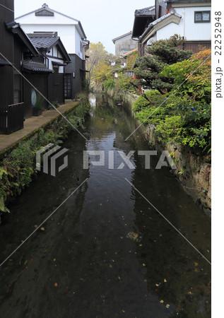 滋賀県長浜市、市街地を流れるかつての水運の跡「米川」 22252948