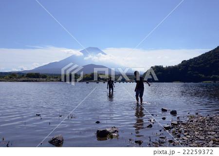 富士山 アウトドア 子供 水遊び 精進湖 富士五湖  22259372