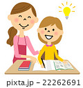 こどもに勉強を教えるお母さん 22262691