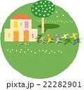 家に向かう三世代家族 22282901