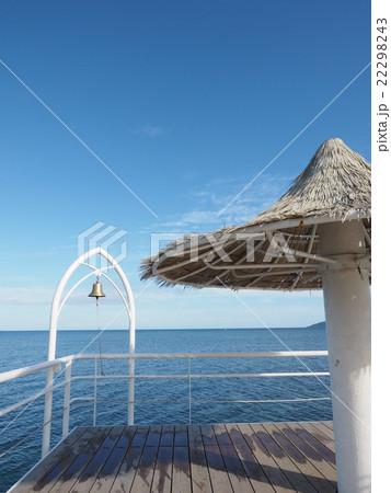 沖縄・石垣島のフサキビーチの桟橋に設置されている幸せの鐘 22298243