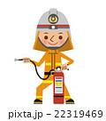 消火器を使う消防士(防火服) 22319469