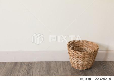 Empty basket on wooden floorの写真素材 [22326216] - PIXTA