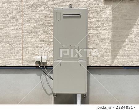 住宅 設備 給湯器 配管目隠し 化粧カバーあり 外壁 22348517