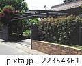 閑静な住宅街のカーポート 22354361