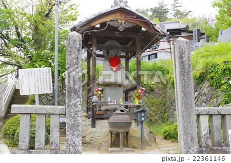信州 松本の文化財 守屋貞治の延命地蔵尊 神宮寺の参道にある 高遠の石工による名作 全景 横 22361146