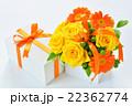 プレゼントとバラのアレンジメント 22362774