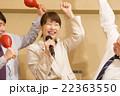 カラオケで盛り上がる会社帰りの日本人男女  22363550