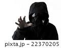 ガスマスクを付けた男性 22370205