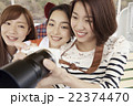 旅を楽しむ女性 22374470