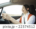 旅を楽しむ女性 22374512