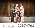 着物で観光する女性たち 22374708