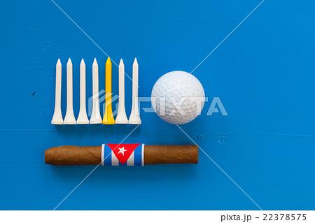 Detail of luxury Cuban cigars and golf equipmentsの写真素材 [22378575] - PIXTA