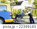 助ける バン 車いすの写真 22399183
