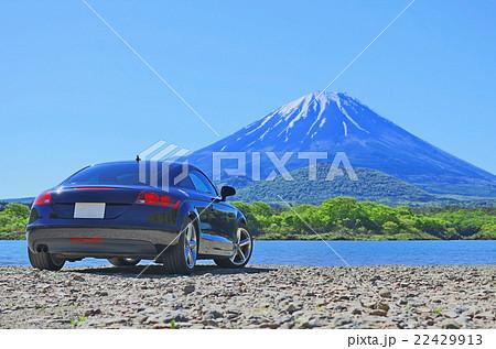 【山梨県】精進湖より富士山とスポーツカー 22429913