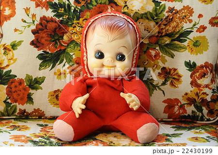 昭和30年代の赤ちゃん人形と50年代のソファ 22430199