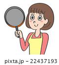 主婦 フライパン 料理のイラスト 22437193