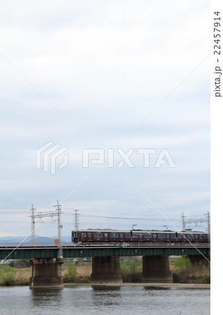 鉄橋を渡る電車 22457914