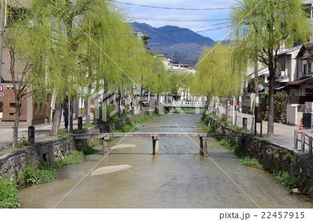京都の知恩院前の一本橋 22457915