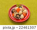 和食、野菜・根菜の煮物(里芋、椎茸、人参、レンコン)。 22461307