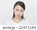 怒った顔の女性 22471164