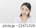 怒った顔の女性 22471326