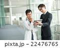 タブレット 医者 営業の写真 22476765