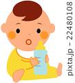 哺乳瓶を持つ赤ちゃん 22480108