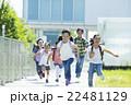 屋外の小学生 22481129