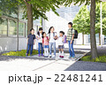 屋外の小学生 22481241