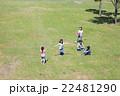 屋外の小学生 22481290