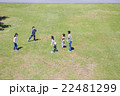 屋外の小学生 22481299