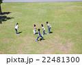 屋外の小学生 22481300