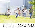 屋外の小学生 22481348