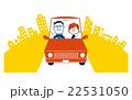 街をドライブする老夫婦 22531050