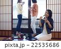金沢を旅行する女性たち 22535686