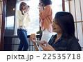金沢を旅行する女性たち 22535718