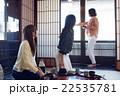 金沢を旅行する女性たち 22535781